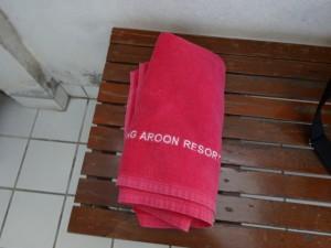Roong Aroon towel