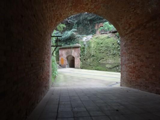 猿島のトンネル