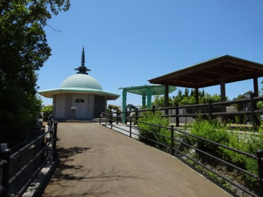 青松園の納骨堂
